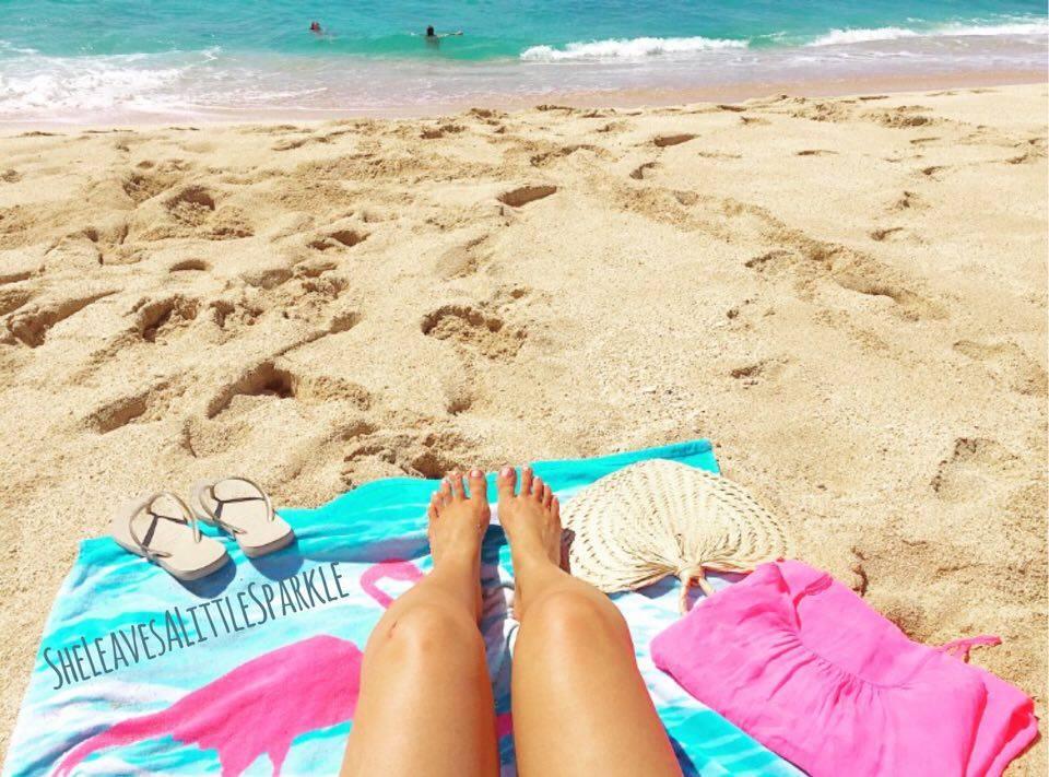 summer essentials accessories she leaves a little sparkle oahu hawaii beach