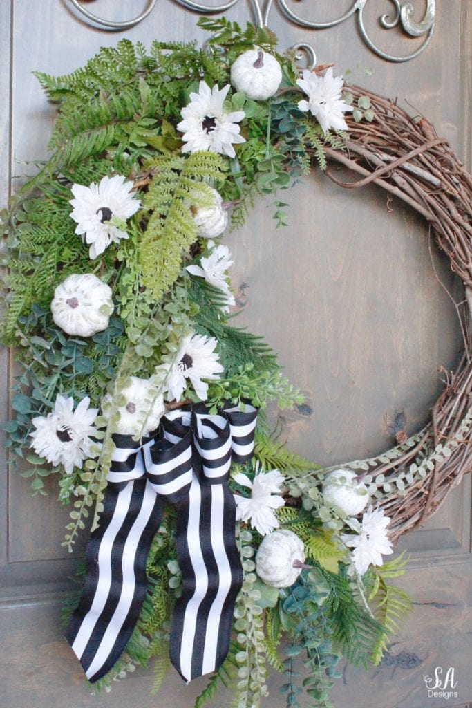 how to decorate with pumpkins for the fall, mini pumpkins, fall wreath, pumpkin wreath, diy fall wreath