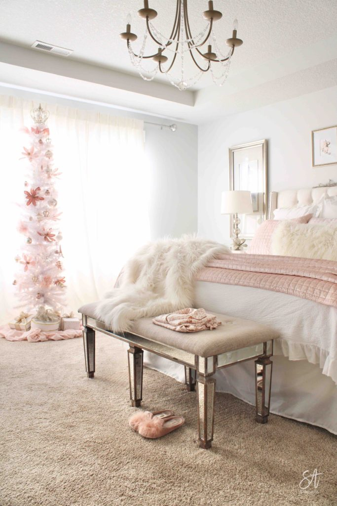 https://summeradams.com/elegant-christmas-entry-in-champagne-spa-blue/