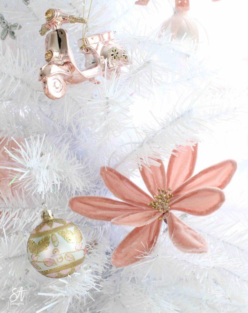 https://summeradams.com/elegant-christmas-entry-in-champagne-spa-blue/